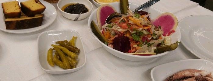Beyaz Restaurant is one of Lugares favoritos de Akif.