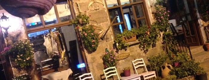 Assos Yıldız Balık Restaurant is one of Posti che sono piaciuti a Bora.