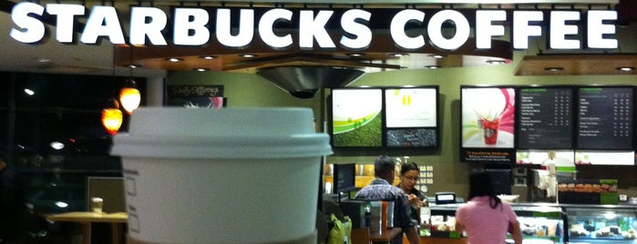 Starbucks is one of Lugares favoritos de Jhalyv.