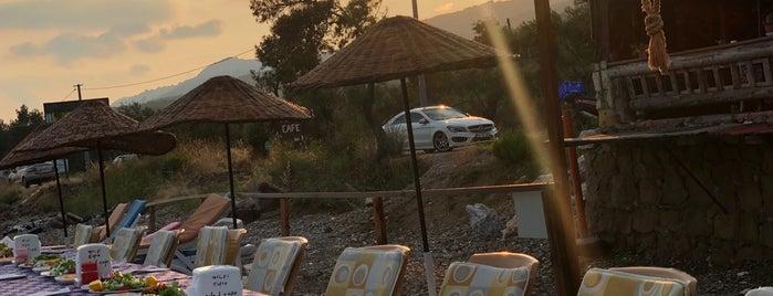Ada Cafe & Beach is one of Murat'ın Beğendiği Mekanlar.