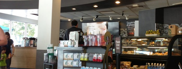 Starbucks is one of Lieux qui ont plu à Victoria.