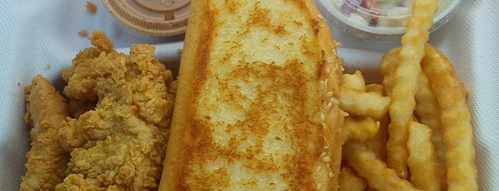 Raising Cane's Chicken Fingers is one of Mayleaさんのお気に入りスポット.