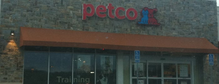 Petco is one of Locais curtidos por Emily.