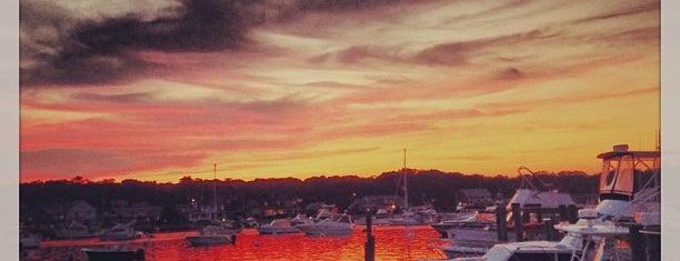 Oak Bluffs Harbor is one of Danyel'in Beğendiği Mekanlar.
