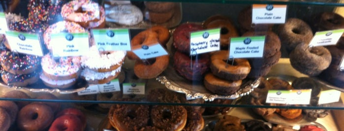Top Pot Doughnuts is one of Coffee & Treats.