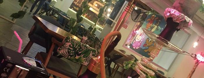 Bi'zone Cafe&Lounge is one of Ceren'in Beğendiği Mekanlar.