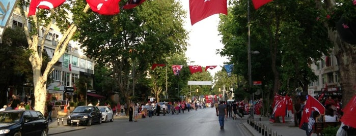 Bağdat Caddesi is one of Lugares favoritos de Nagehan.