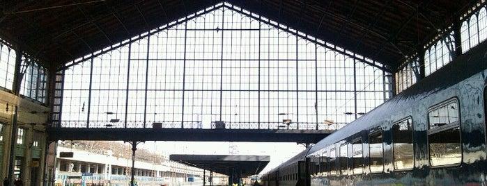 Nyugati pályaudvar is one of Die schönsten Bahnhöfe der Welt.