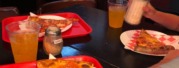 Sauce Pizzeria is one of Tempat yang Disukai Jason.