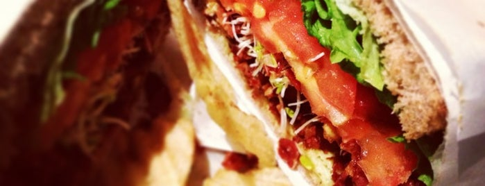 Tiny's Giant Sandwich Shop is one of Lieux qui ont plu à Frank E..