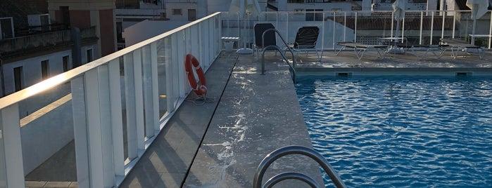 Piscina Hotel Fernando III is one of Orte, die Kevin gefallen.