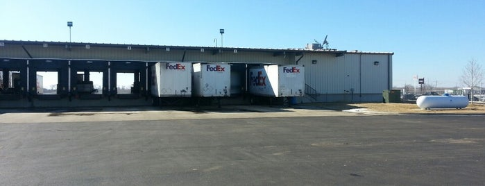 FedEx Freight is one of Locais curtidos por Alan.