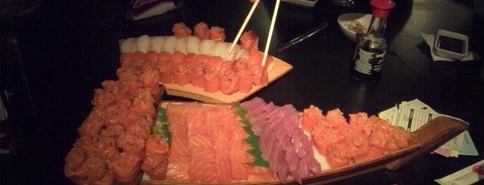 Yakin Sushi Bar is one of Tempat yang Disukai Paulinho.