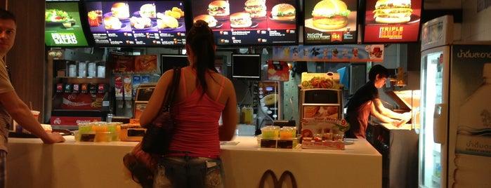 McDonald's is one of Locais curtidos por Vadim.