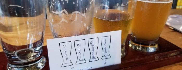 Hopster's Brewery is one of Tempat yang Disukai Amanda.