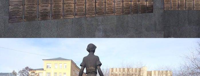 Памятник первой учительнице is one of Orte, die Alexander gefallen.