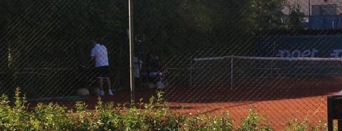 İzmir Tenis İhtisas Kulübü (İZTİK) is one of ;).
