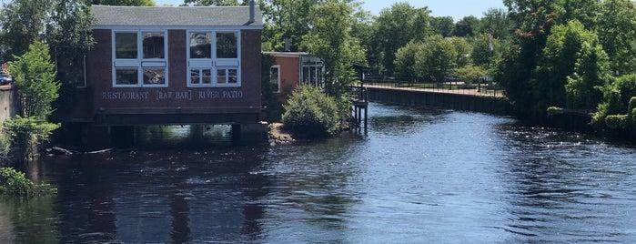 Bridge Restaurant [Raw Bar] and River Patio is one of Orte, die Jason gefallen.