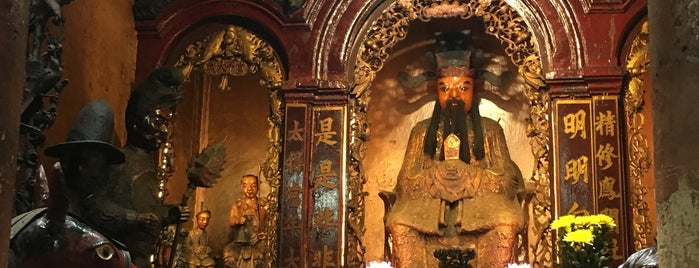 Jade Emperor Pagoda is one of Ho Chi Minh City.