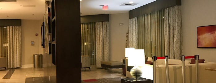 Holiday Inn Charlotte-Airport Conf Ctr is one of Locais curtidos por Gavin.