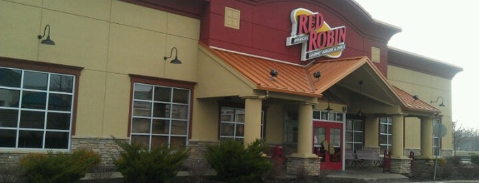 Red Robin Gourmet Burgers and Brews is one of Posti che sono piaciuti a tangee.