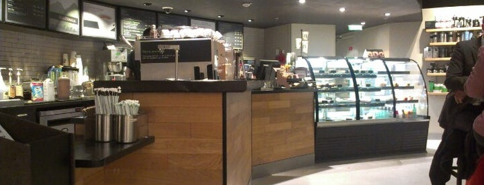 Starbucks is one of Gandomさんのお気に入りスポット.