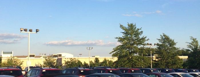 Sheehy Subaru of Springfield is one of สถานที่ที่ Terrence ถูกใจ.