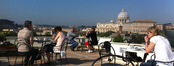 Restaurant Roof Garden Les Étoiles is one of Bons plans Rome.
