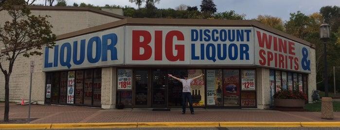 Big Discount Liquor is one of Angie 님이 저장한 장소.
