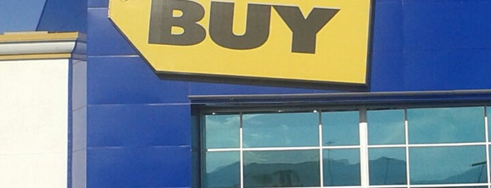Best Buy is one of Lieux qui ont plu à Sir Chandler.