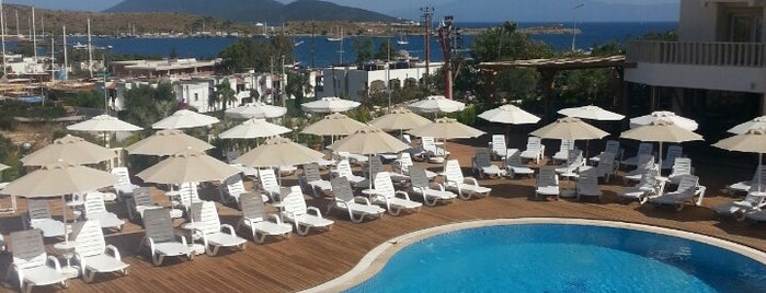 Poseidon Suites is one of Lugares favoritos de onur.