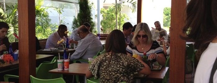 Garden Salad - Bistrô & Cafeteria is one of Mariana'nın Beğendiği Mekanlar.