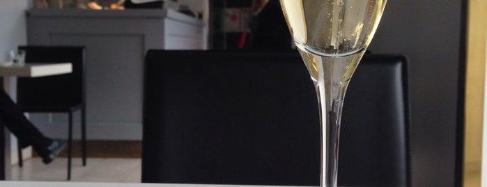 Champagne Corner & Cafe is one of Lugares favoritos de Henri.