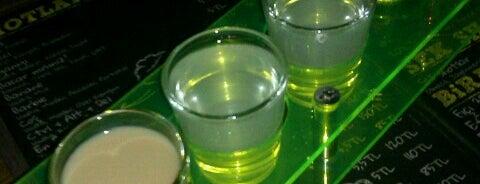 Up Shot Bar is one of Lugares favoritos de Orkun.