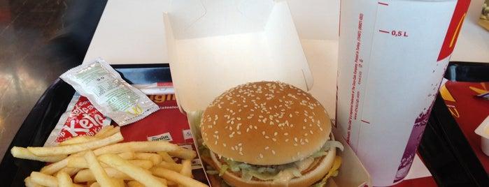 McDonald's is one of Locais curtidos por Gizem.