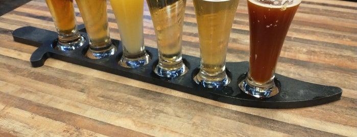 Mad Beach Craft Brewing Company is one of Lia: сохраненные места.