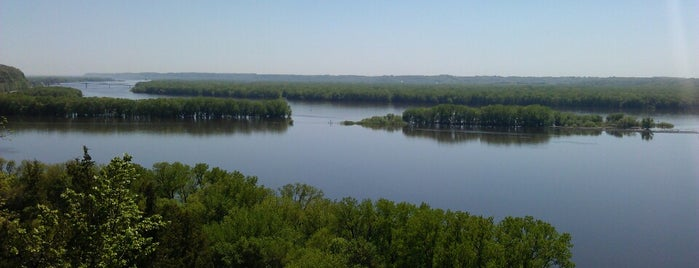 Mississippi Palisades State Park is one of Illinois State Parks.