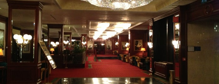 Royal Hotel Carlton is one of Locais curtidos por Manuela.