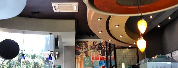 Starbucks is one of Lugares favoritos de Simio.