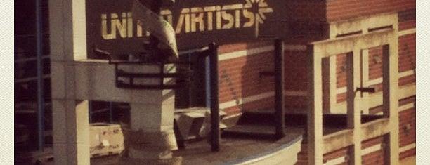 Regal UA Main Street Theatre is one of Tempat yang Disukai Rashida.