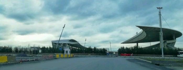 Atatürk Olimpiyat Stadı Kuzey Tribünü is one of Lugares favoritos de Sedat.