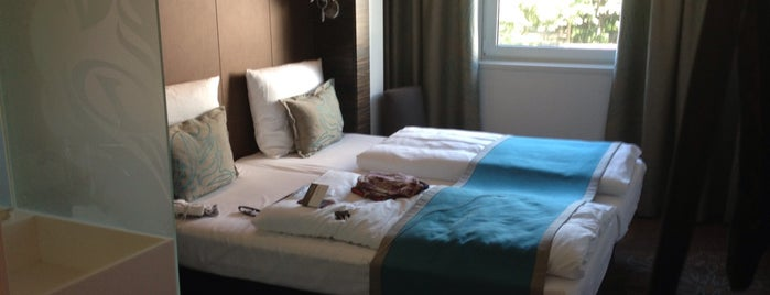 Motel One Berlin-Mitte is one of Tempat yang Disukai Senem.