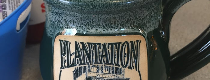 Plantation Cafe & Deli is one of Gさんの保存済みスポット.