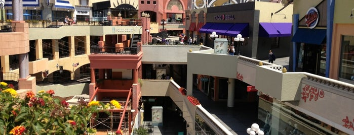 Horton Plaza is one of San Diego to-do.