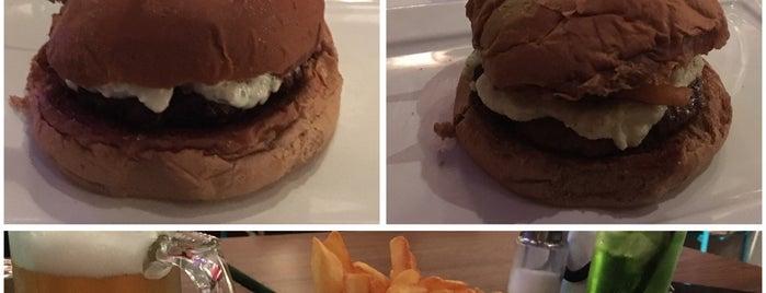 Let's Burger is one of Locais curtidos por Carina.