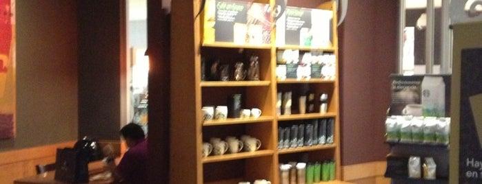 Starbucks is one of Lieux qui ont plu à Hugo.