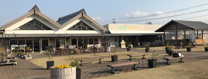 Michi no Eki Shin-Yoshitomi is one of Lugares favoritos de Shigeo.