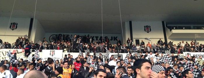 Beşiktaş İnönü Stadı Kapalı Tribün is one of Mehmet Ali'nin Beğendiği Mekanlar.