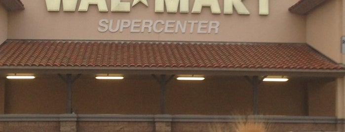 Walmart Supercenter is one of Locais curtidos por DJ Lizzie.