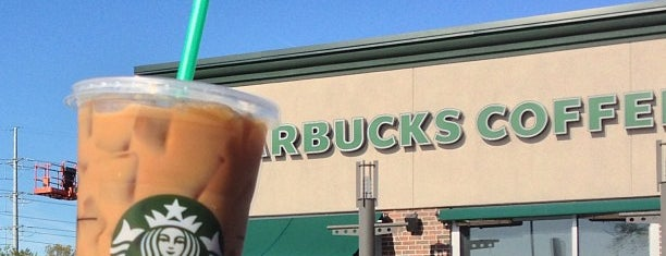 Starbucks is one of Lugares favoritos de Julia.